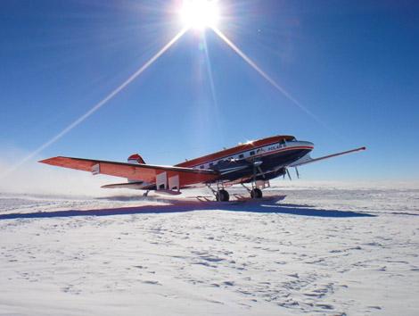 """Polar 6. Mit dem deutlich sichtbaren """"Schnabel"""" wird das Erdmagnetfeld gemessen."""