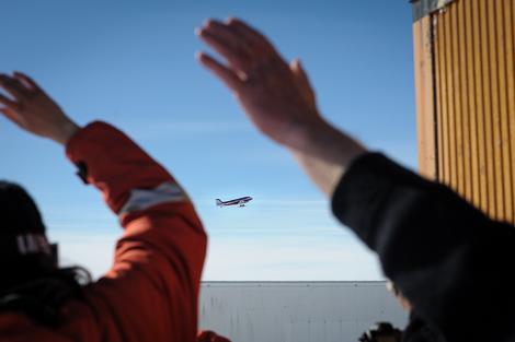 ALCI Flieger mit der CoFi Gruppe an Bord. Wir winken zum Abschied.